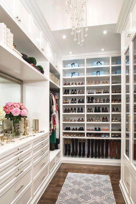 15 élégantes luxueuses armoires de plain-pied pour ranger vos vêtements ressemblant à des boutiques