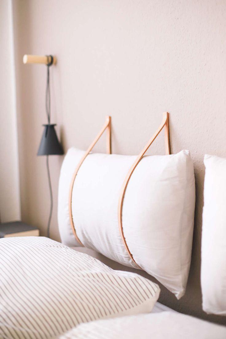 Tête de lit de bricolage avec des sangles en cuir