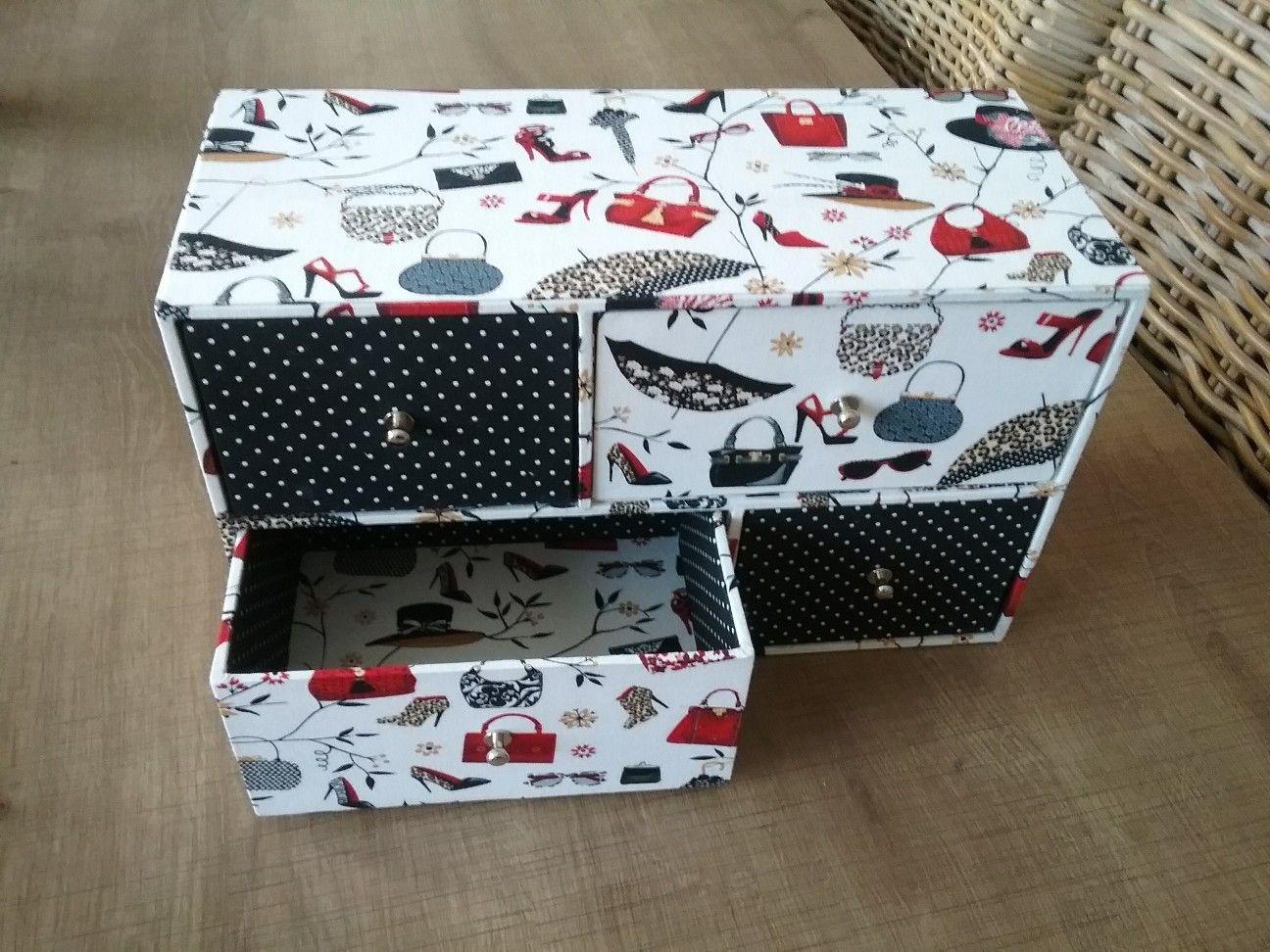 Pour assortir à ce sac Nadine j ai réalisé cette boite de la créatrice Fréd…