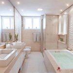 60+ idées de design de salle de bains moderne pour inspirer