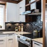 Armoires de cuisine bois - merisier laqué, noyer calico naturel, quartz - Simar...