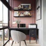 Bureau avec chaise de bureau moderne du milieu du siècle et mur d'accent rose