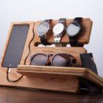 COMPLET POUR LA LIVRAISON DES VACANCES *** Le Dock Watch and Eye est minimaliste.