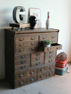 Cabinet Antique – Je cherchais l'un de ces :) Cabinet Antique – J'ai …