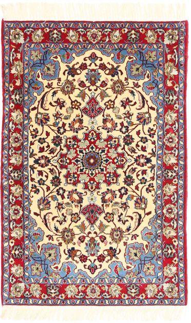 Ces tapis sont fabriqués dans la ville d'Ispahan dans le sud-ouest de l'Ira…