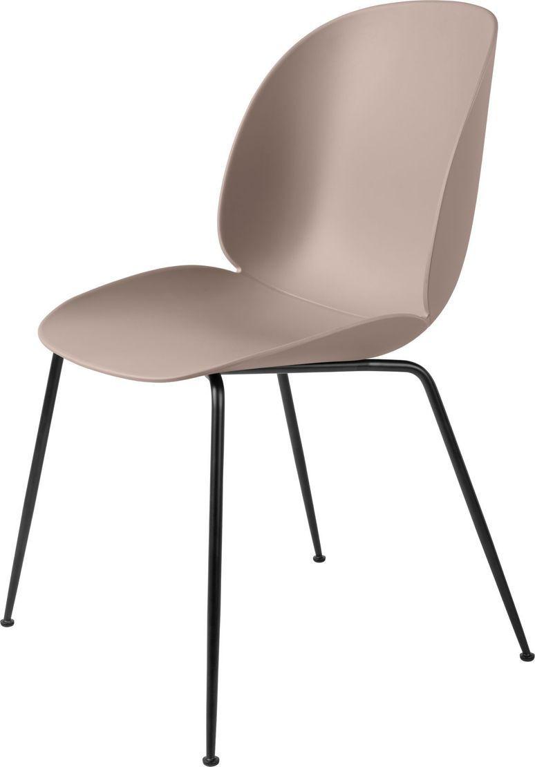 Chaise en plastique rose clair et métal noir Beetle – Gubi