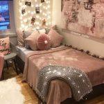 Chambre confortable avec un lit plateforme. Besoin d'idées pour ...