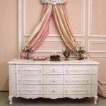 Collection Home Decorators. Coffre de meubles de chambre à coucher chics et sha...
