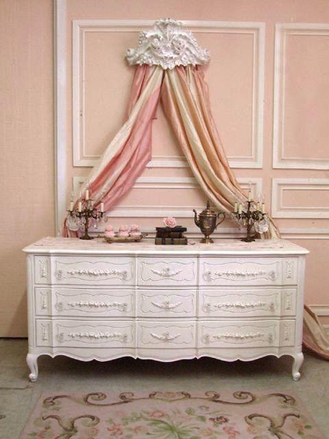 Collection Home Decorators. Coffre de meubles de chambre à coucher chics et sha…