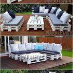 Créez une base pour votre canapé de jardin en utilisant des palettes réutilisées. L'ensemble