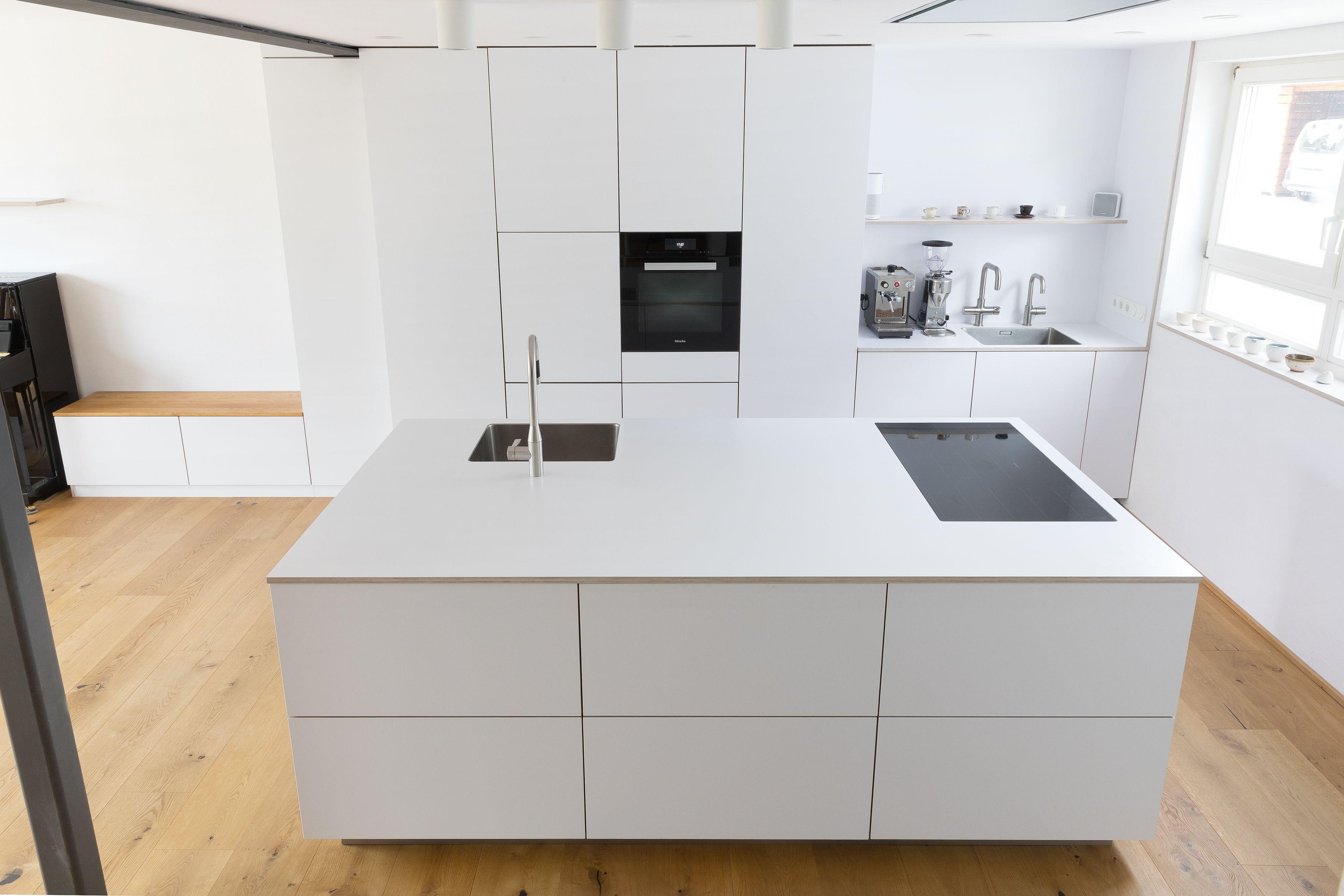 Cuisine blanche | Cuisine design | Cuisine mezzanine | Loft | Coin salon | Plan de cuisine | …