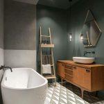 Des couleurs sombres et des textures différentes font de cet appartement à Saint-Pétersbourg - Décoration récente