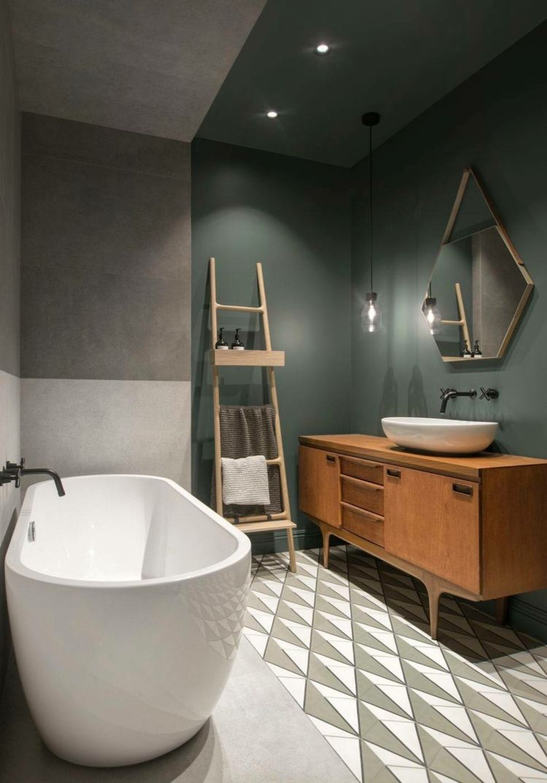 Des couleurs sombres et des textures différentes font de cet appartement à Saint-Pétersbourg – Décoration récente