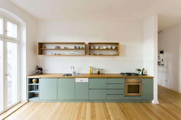 Des meubles de cuisine vert d'eau pour une nuance douce et colorée.