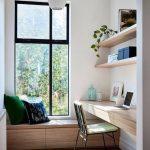 Design de bureau à la maison contemporain avec beaucoup de lumière naturelle et un mobilier minimal