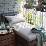 Deux éléments de siège légers rapprochés sont parfaits pour les petits balcons. ...