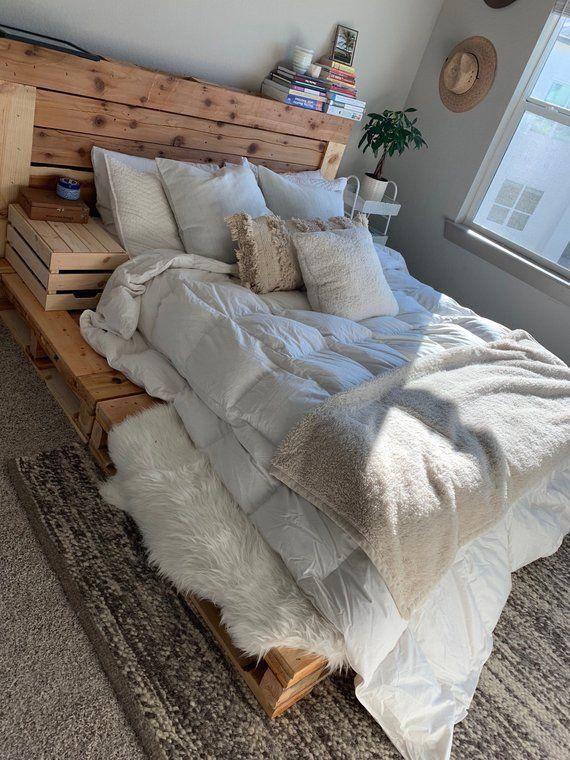 Doté d'un étage située à cadre plate-forme palette et tête de lit de pale…
