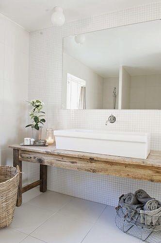 Du bois dans la salle de bain