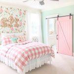 Ensemble de chambre à coucher de rangement Brishland de Roundhill Furniture comprenant une commode, un miroir et 2 tables de chevet, un lit king, une cerise rustique-P