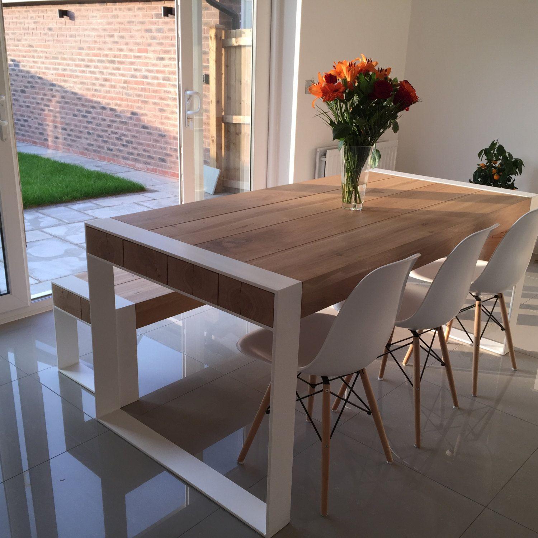 Ensemble de repas à la main – table en acier et bois avec bancs