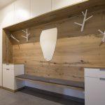 Garderobeverbau avec beaucoup d'espace de stockage, fait dans notre menuiserie. Sitzba ... - Idées de bricolage en bois