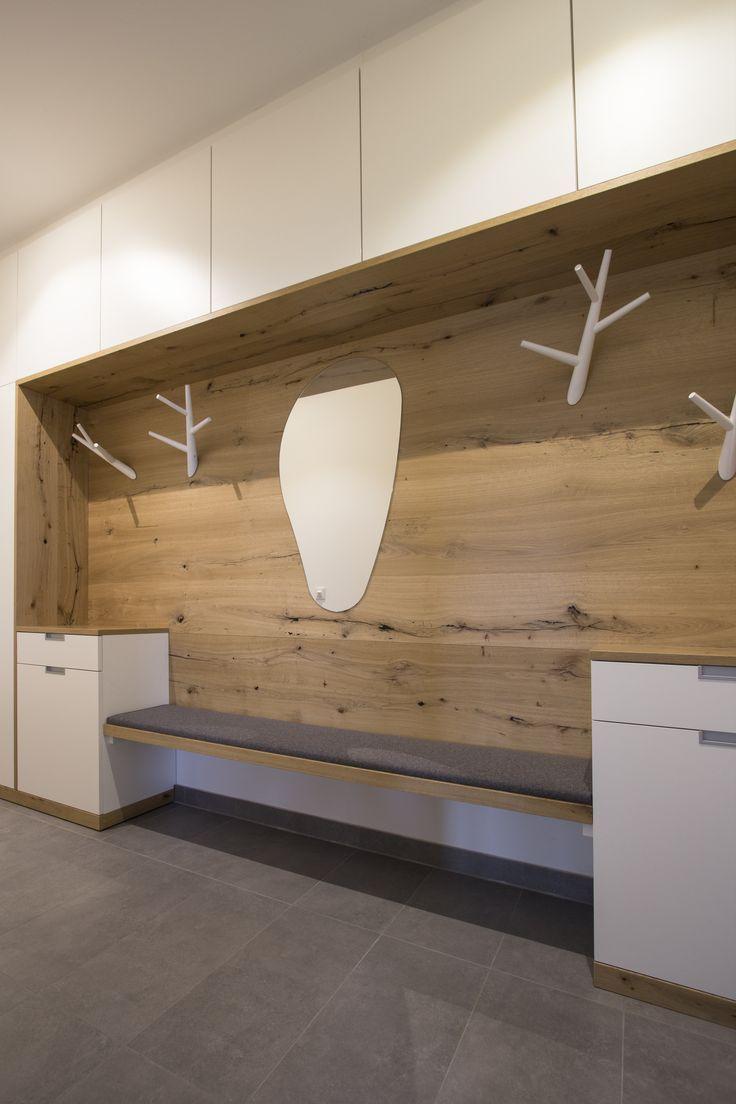 Garderobeverbau avec beaucoup d'espace de stockage, fait dans notre menuiserie. Sitzba … – Idées de bricolage en bois