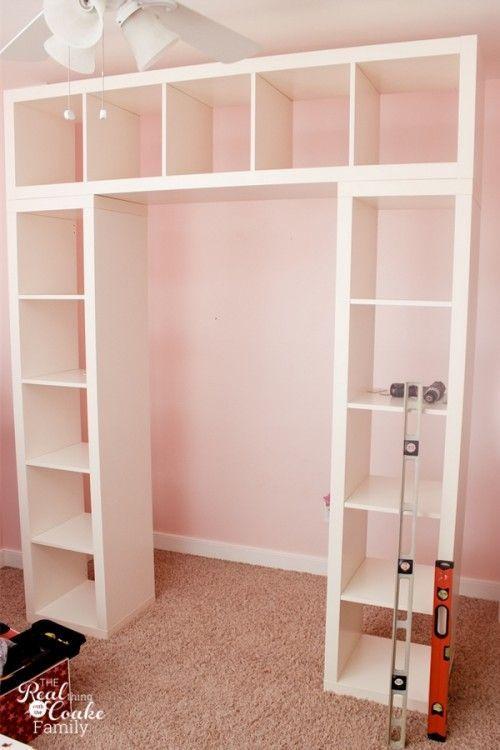 IKEA Expedit est devenu une excellente étagère avec un bureau