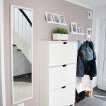 IKEA Hack pour plus d'espace de stockage dans le couloir: le placard de la cuisine devient un buffet