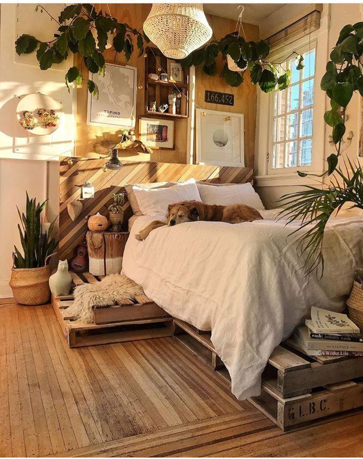 La chambre à coucher a une signification très importante dans la vie, car c'est plus que la chambre à coucher du bois.