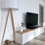 Lampe en bois avec écran blanc / Panneau de télévision / Armoire de salon / Notre salon / ...