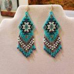Le Style amérindien perlé boucles d'oreilles tapis noir, Turquoise, blanc, cuivre Boho, du Su...