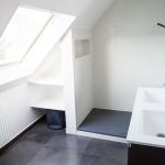 Le blanc c'est chic : salle de bain rénové par Nuance d'Intérieur. Faïence t...