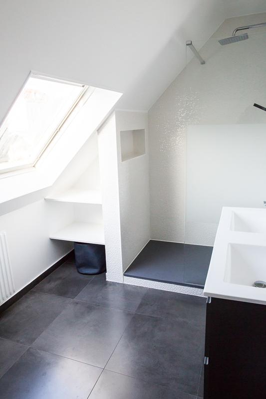 Le blanc c'est chic : salle de bain rénové par Nuance d'Intérieur. Faïence t…