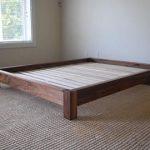 Lit plateforme avec profil bas en cerisier, cadre de lit simple, Lit en bois massif, Double, Plein, Grand lit de taille Queen, Lit king, Disponible avec tête de lit