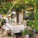 Maison de campagne de rêve entourée de verdure