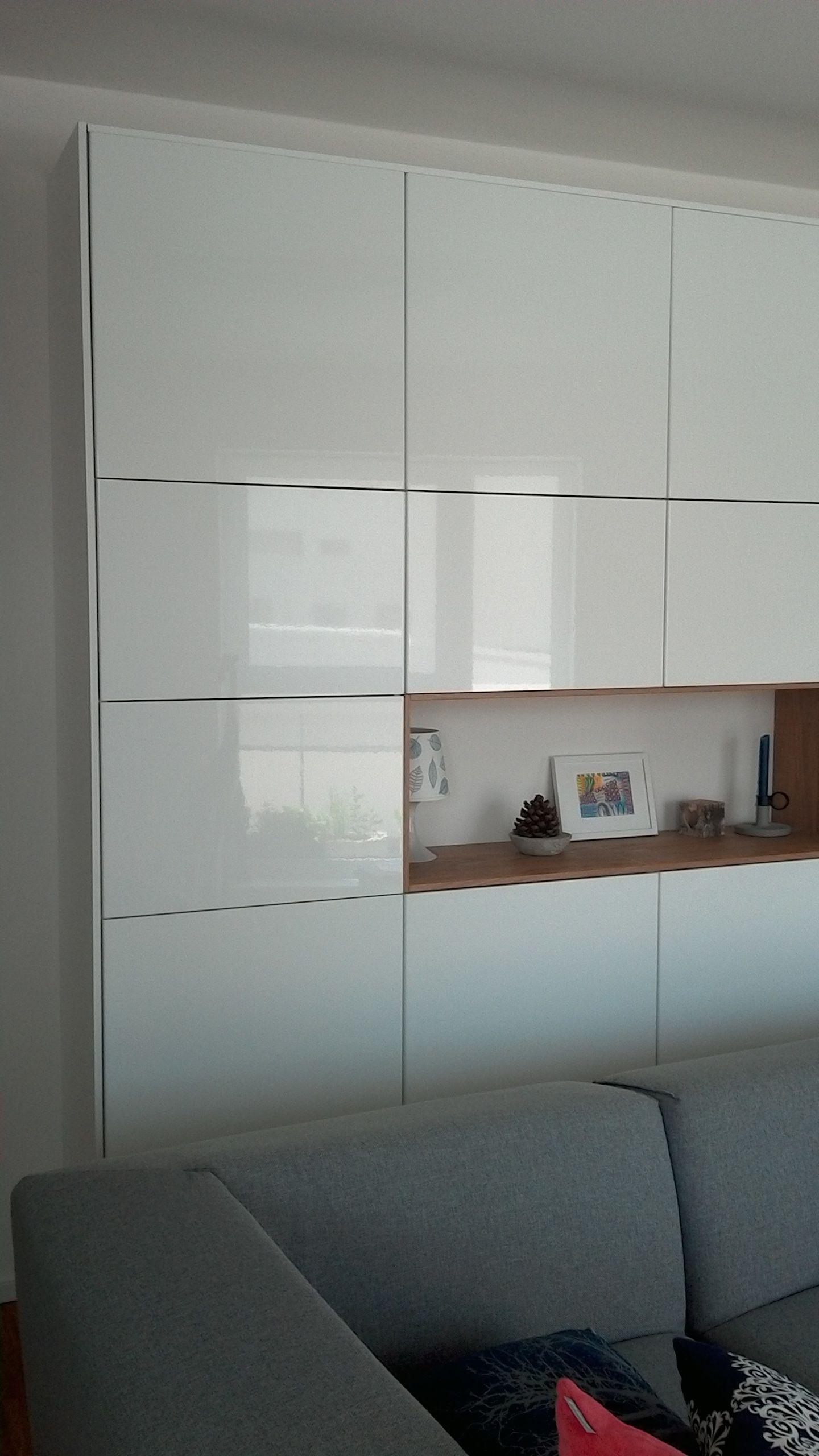 Méthode Ikea Ringhult plus Hyttan en tant qu'armoire de salon