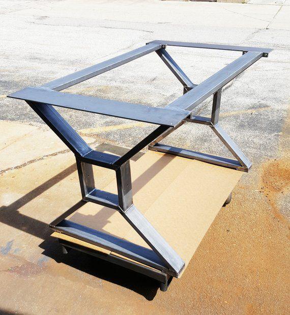 "Moderne, Table à manger industrielle ""X"" Jambes, Model #TTS09B, avec 2 accolades"