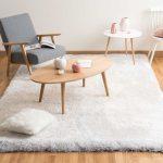 Off-white long pile rug 200 x 300 cm