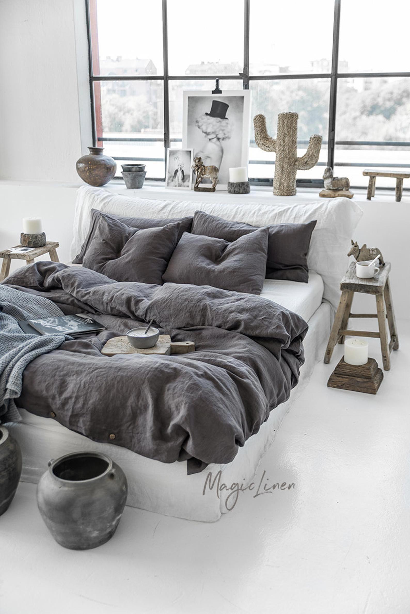 Parure de lit en lin de couleur gris anthracite (gris foncé). Housse de couette en lin King, Queen + 2 taies d'oreiller.
