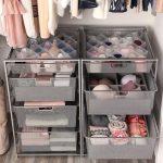Petite armoire pour dames avec tiroirs