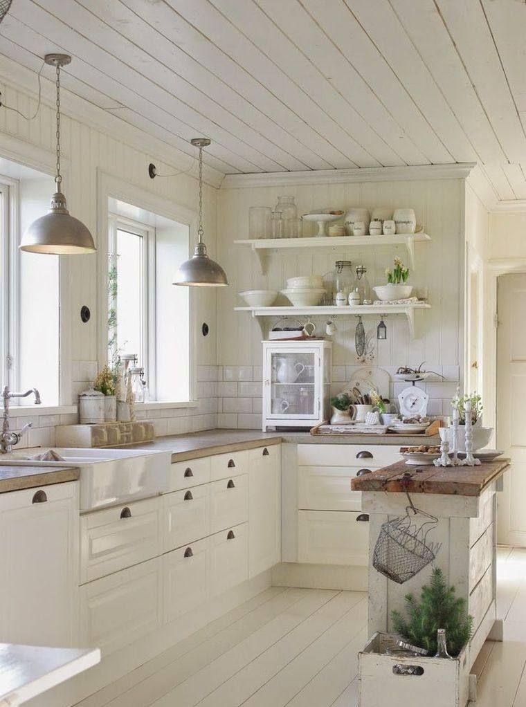 Petite cuisine avec Centre Island ou Bar: 24 idées d'aménagement