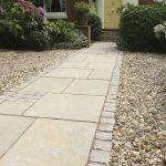 Pose de dalles de pierre pour la terrasse et le jardin - conseils et idées de design