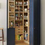 Pour le rangement de la cuisine, utiliser une armoire est une excellente idée d...