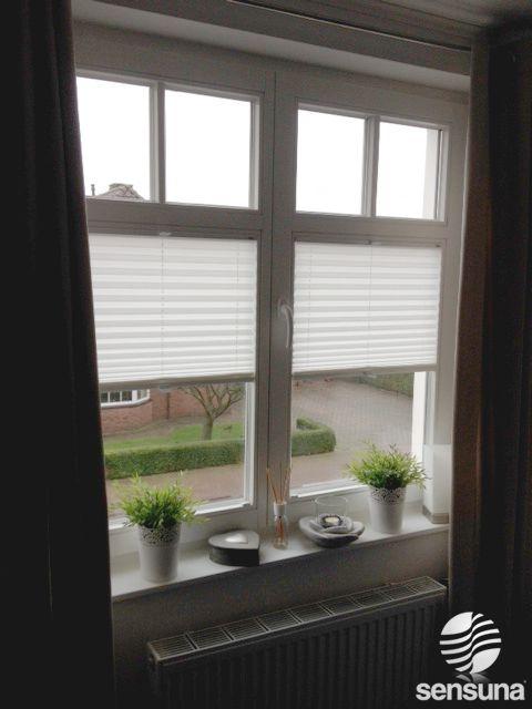 Que diriez-vous d'un nouvel écran moderne à la fenêtre? Plissees blanches …
