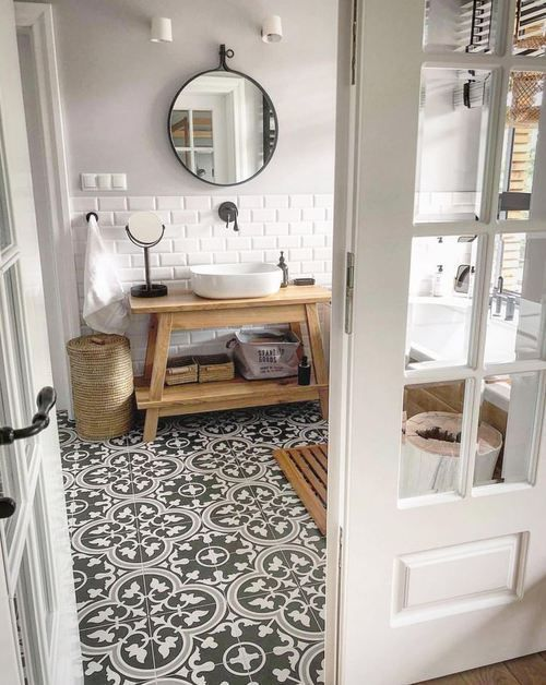 Salle de bain avec carrelage effet ciment Decor #salle de bain # carrelage …