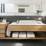 Salle de bain avec du bois: que faut-il considérer?
