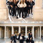 Séance photo EVJF Paris Palais Royal sous la Pluie