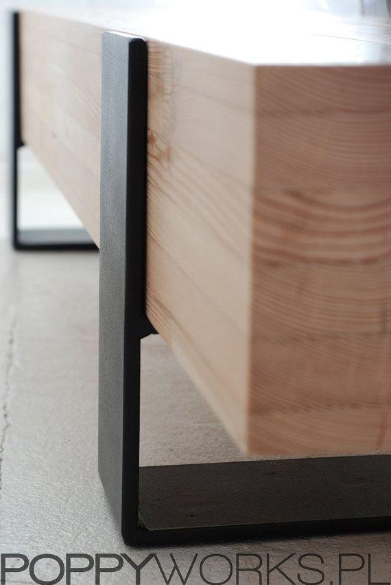 Table basse / banc moderne fait main. Bois de mélèze massif.