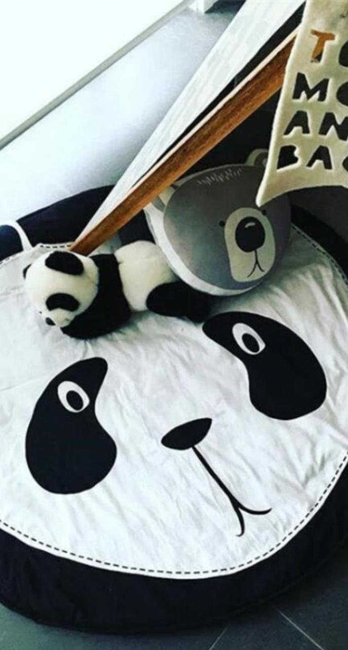 Tapis d'éveil moelleux panda.  Avec sa petite bouille interloquée, ce tapis d…