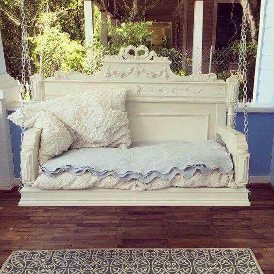 Tête de lit transformée en balançoire